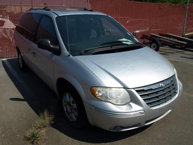 2005 CHRYSLER TOWN AND COUNTRY LIMITED 4DR EXTENDED MINI VAN W unspecified boasts 25 highway mpg