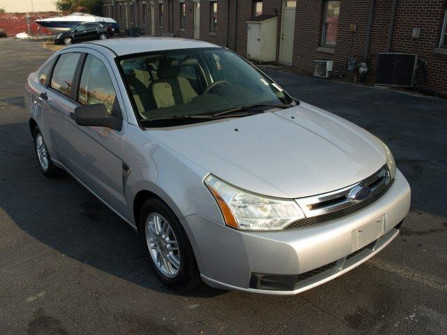 2008 FORD FOCUS SE 4DR SEDAN silver only 77678 miles boasts 35 highway mpg and 24 city mpg thi