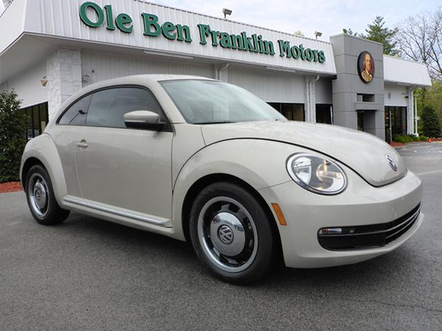2013 VOLKSWAGEN BEETLE 25L brown great first time buyer car low miles  cheap on gas availabl
