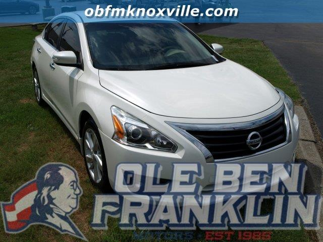 2015 NISSAN ALTIMA 25 4DR SEDAN solid white only 9605 miles boasts 38 highway mpg and 27 city