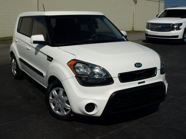 2013 KIA SOUL BASE 4DR WAGON 6M clear white delivers 30 highway mpg and 25 city mpg this kia sou