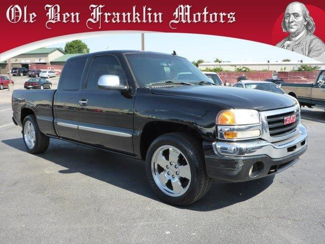 2006 GMC SIERRA 1500 unspecified delivers 20 highway mpg and 16 city mpg this gmc sierra 1500 bo