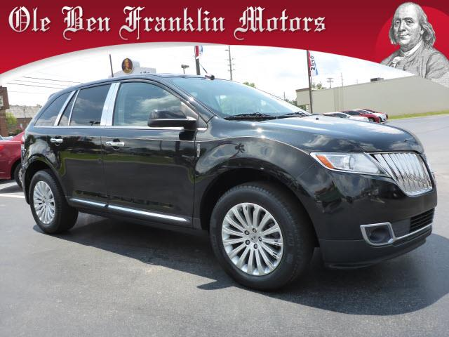 2013 LINCOLN MKX BASE 4DR SUV tuxedo black metallic delivers 26 highway mpg and 19 city mpg this