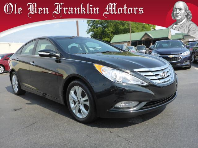 2012 HYUNDAI SONATA 24L LIMITED LEATHER SUNROOF midnight black scores 35 highway mpg and 24 city