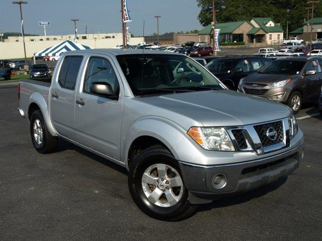 2010 NISSAN FRONTIER SE V6 4X2 4DR CREW CAB SWB PICKU radiant silver scores 20 highway mpg and 15