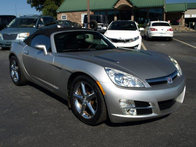 2007 SATURN SKY BASE 2DR CONVERTIBLE silver pearl only 101975 miles delivers 28 highway mpg and