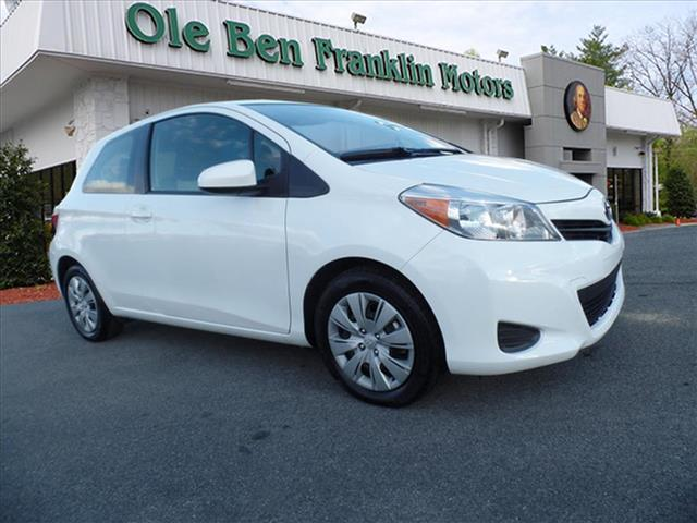 2014 TOYOTA YARIS 3-DOOR LE 2DR HATCHBACK white toyota quality and dependability  come see the