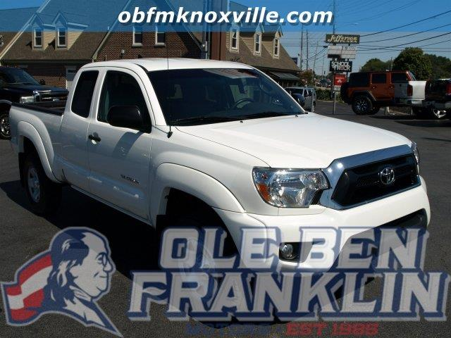 2015 TOYOTA TACOMA PRERUNNER V6 4X2 4DR ACCESS CAB super white only 2918 miles boasts 21 highwa