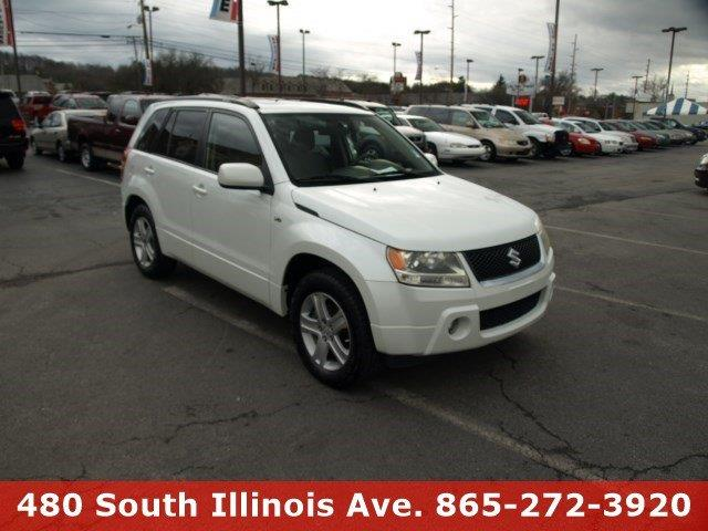 2007 SUZUKI GRAND VITARA LUXURY 4DR SUV white pearl delivers 24 highway mpg and 19 city mpg this