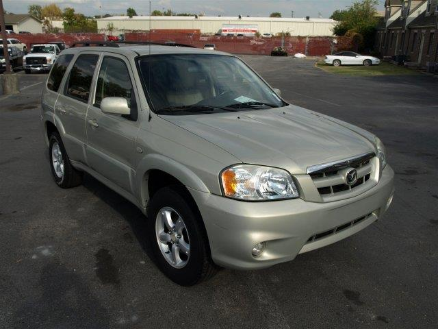 2005 MAZDA TRIBUTE I 4WD 4DR SUV classic white delivers 22 highway mpg and 19 city mpg this mazd