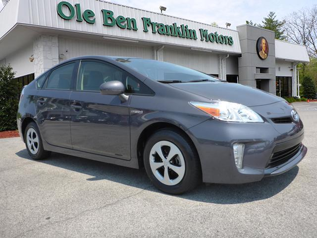 2014 TOYOTA PRIUS ONE 4DR HATCHBACK gray green green green  save gas and money  toyota qu