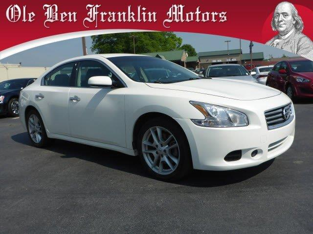 2014 NISSAN MAXIMA 35 S 4DR SEDAN pearl white boasts 26 highway mpg and 19 city mpg this nissan