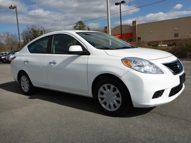 2013 NISSAN VERSA 16 SV 4DR SEDAN white nissan save thousands off this slightly used 4 door
