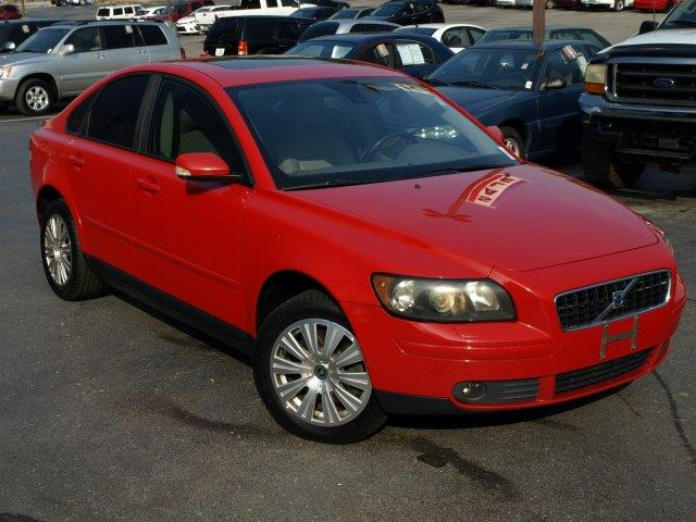 2006 VOLVO S40 T5 AWD 4DR SEDAN passion red only 108435 miles this volvo s40 delivers a turbo g