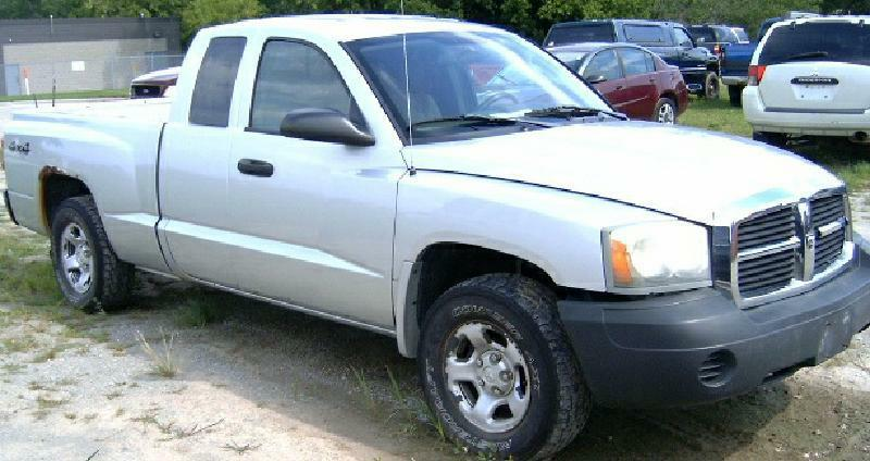 2005 Dodge Dakota 4WD ST 4dr Club Cab SB - Green Bay WI
