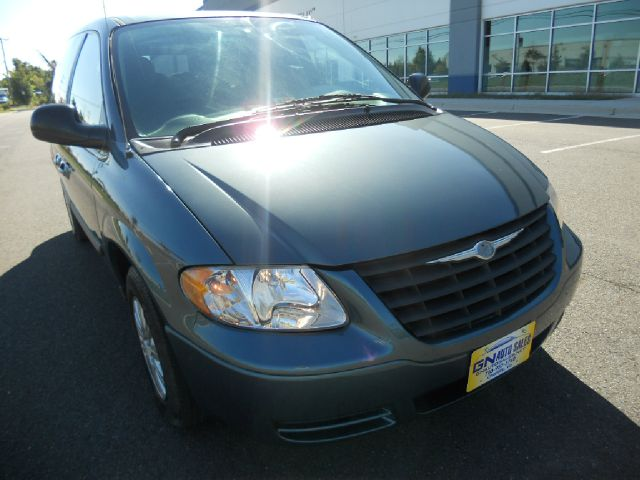 2005 Chrysler Town and Country for sale in CHANTILLY VA