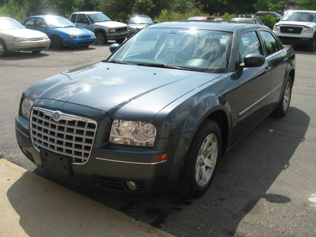 2007 Chrysler 300 for sale in BRIGHTON MI