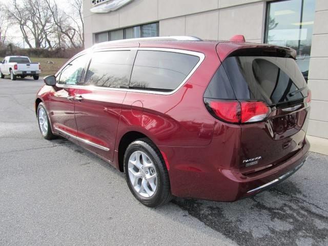 2017 Chrysler Pacifica Touring-L Plus 4dr Mini-Van - Floyd VA