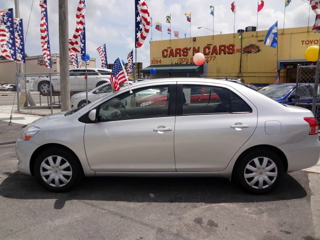 2008 TOYOTA YARIS SEDAN gray 5speed  cold airpsgas saver must seeclean titlelooks and runs li