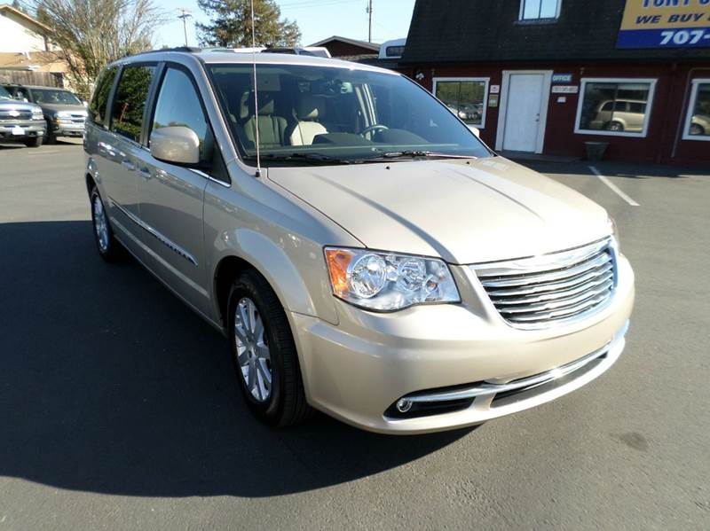 2014 CHRYSLER TOWN AND COUNTRY TOURING 4DR MINI VAN 5310 miles  2-stage unlocking abs - 4-wheel