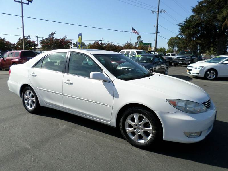 2005 TOYOTA CAMRY XLE V6 4DR SEDAN white one owner vehicle clean vehicle abs - 4-wheel al