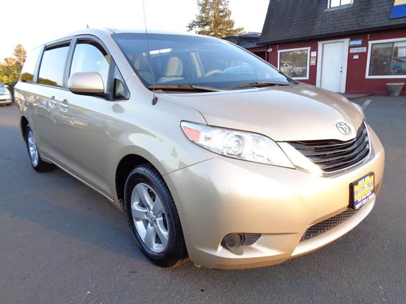 2011 TOYOTA SIENNA LE 8 PASSENGER 4DR MINI VAN L4 gold one owner vehicle8 passanger n