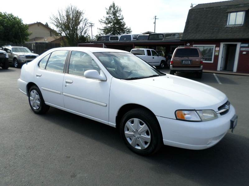 1998 NISSAN ALTIMA GXE 4DR SEDAN white 1 owner always serviced at dealership clean carfax