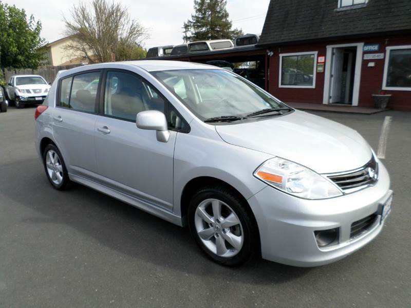 2010 NISSAN VERSA 18 SL 4DR HATCHBACK silver 1 owner abs - 4-wheel active head restraints - dua