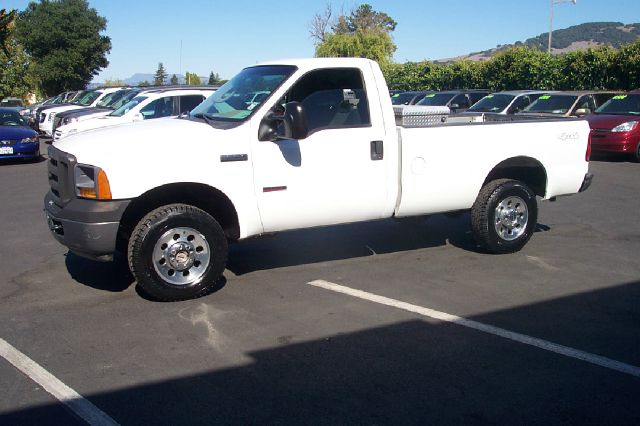 2005 FORD F250 XL 4WD white 4wdawdabs brakesamfm radioanti-brake system 4-wheel absbody sty
