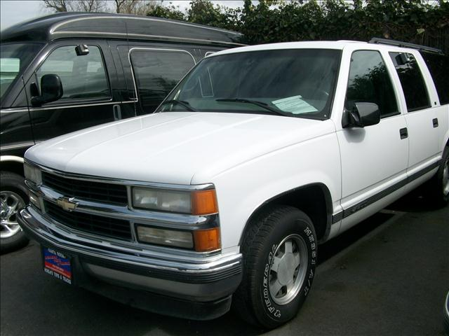 1999 CHEVROLET SUBURBAN white 2 wheel drive3rd row seat4 doorair conditioningalloy wheelsamf