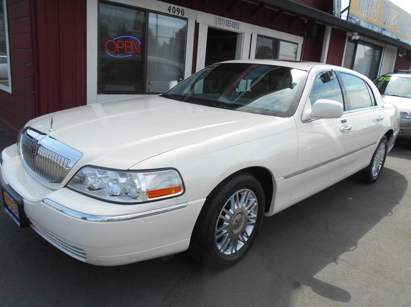 2007 LINCOLN TOWN CAR SIGNATURE LIMITED 4DR SEDAN white clean vehicle always serviced at loc