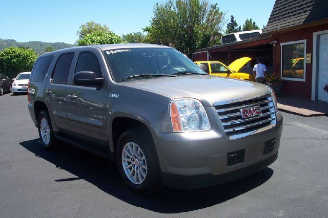 2008 GMC YUKON 4HY 4WD silver 20 mpg 4wdawdabs brakesair conditioningalloy wheelsamfm radio