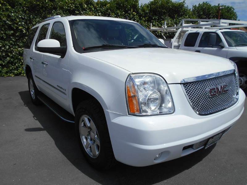 2009 GMC YUKON DENALI AWD 4DR SUV white 2-stage unlocking doors 4wd type - full time abs - 4-whe