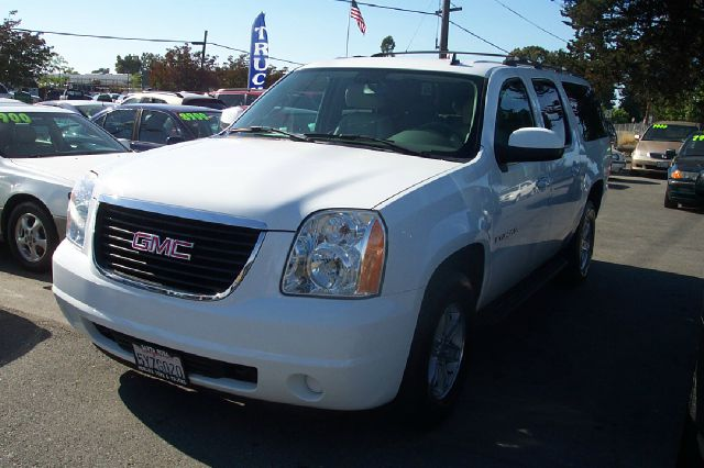 2007 GMC YUKON XL SLT-1 12 TON 4WD white 4wdawdabs brakesadjustable foot pedalsair conditioni