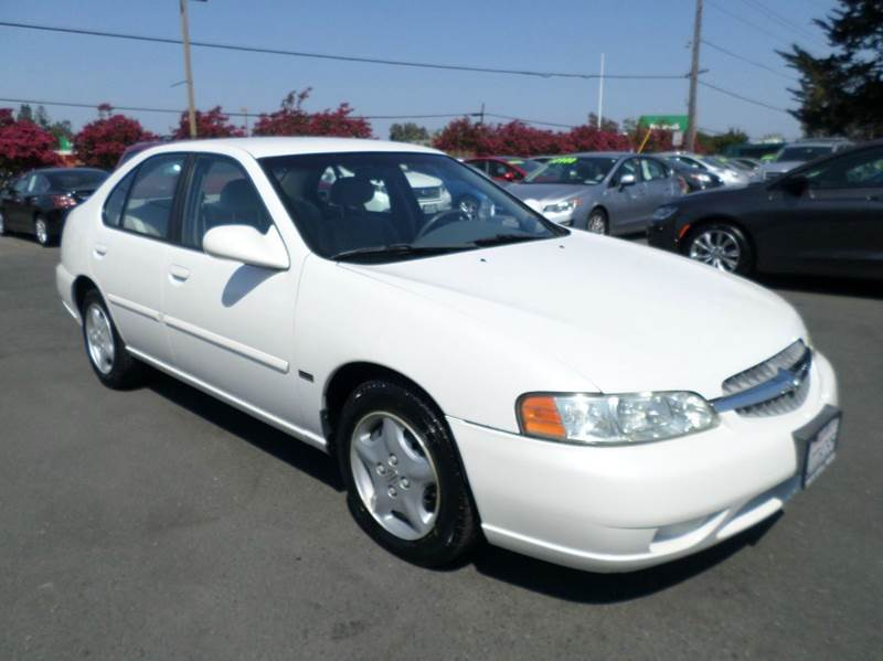 2001 NISSAN ALTIMA GXE 4DR SEDAN white new tires 4-speed automatic transmission anti-thef