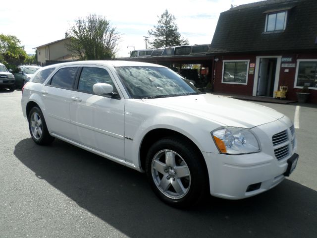 2006 DODGE MAGNUM RT AWD 4DR WAGON white low mileage vehicle abs - 4-wheel adjustable pedals