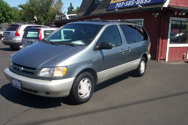 2000 TOYOTA SIENNA XLE 4-DOOR green abs brakesair conditioningalloy wheelsamfm radioanti-brak
