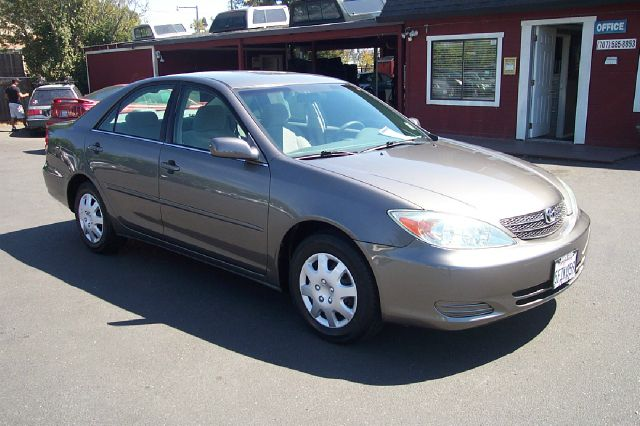 2004 TOYOTA CAMRY LE 4DR SEDAN gold 4 cly low miles 4-wheel abs cassette center console clock