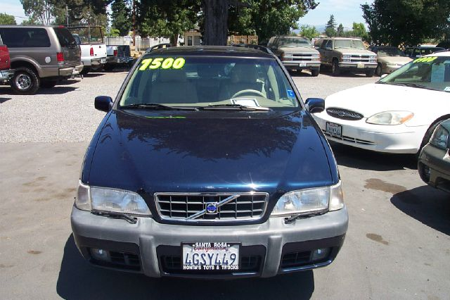 2000 VOLVO V70 XC AWD 4DR TURBO WAGON
