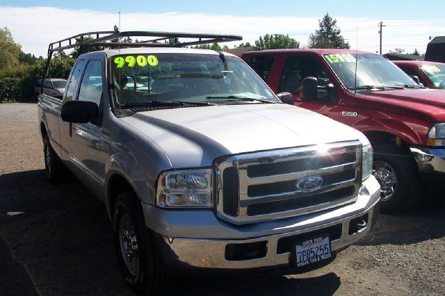 2005 FORD F250 XLT SUPERCAB LONG BED 2WD white abs brakesair conditioningamfm radioanti-brake