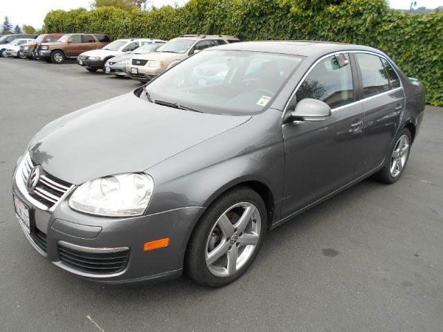 2010 VOLKSWAGEN JETTA TDI 4DR SEDAN 6A gray diesel  really clean one owner vehicle been servi