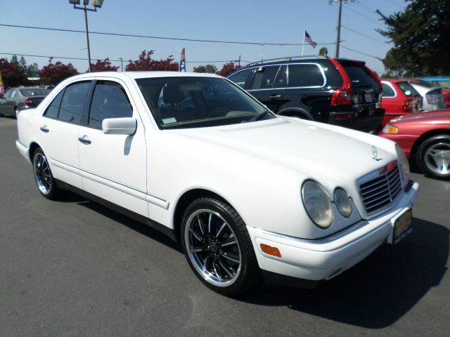 1999 MERCEDES-BENZ E-CLASS E320 4DR SEDAN white abs - 4-wheel anti-theft system - alarm cassette