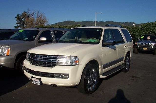 2007 LINCOLN NAVIGATOR 4WD LUXURY white 4wdawdabs brakesadjustable foot pedalsair conditioning