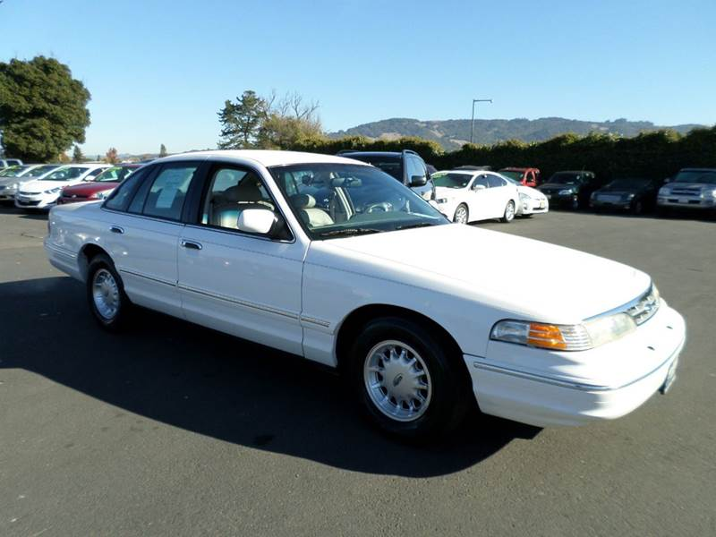 1996 FORD CROWN VICTORIA LX 4DR SEDAN white super low mileage vehicle alloy wheels casset
