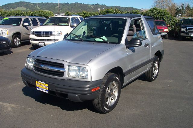 2002 CHEVROLET TRACKER 2-DOOR CONVERTIBLE 4WD silver one owner low miles 4wdawdair conditioning