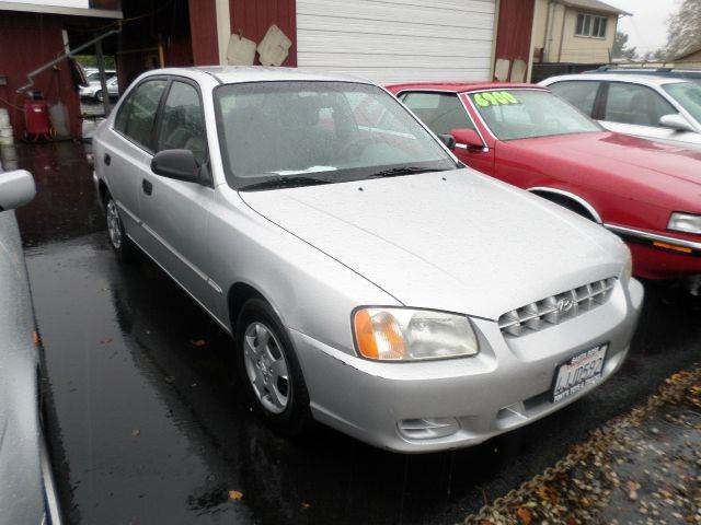2000 HYUNDAI ACCENT GL 4DR SEDAN silver 4-speed automatic transmission cassette center console