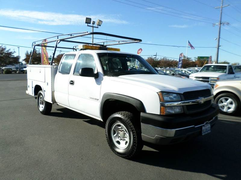 2003 CHEVROLET SILVERADO 2500HD BASE 4DR EXTENDED CAB 4WD SB white utility bed 4x4 abs