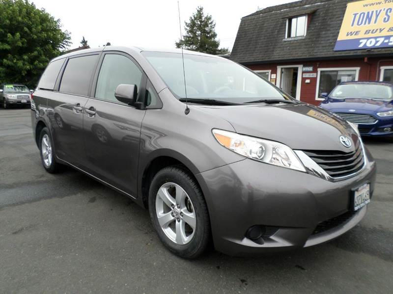 2011 TOYOTA SIENNA LE 8 PASSENGER 4DR MINI VAN L4 gray one owner mini-van new tires 8 pa