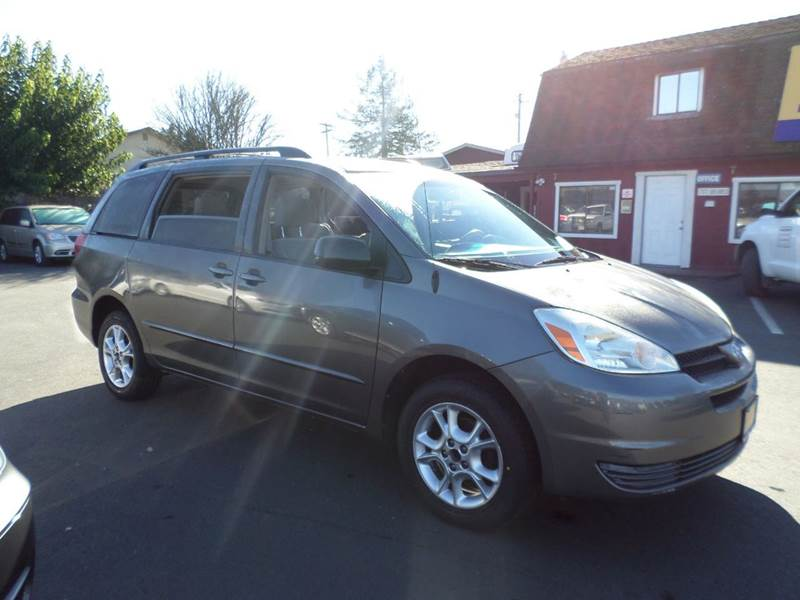 2005 TOYOTA SIENNA LE 7 PASSENGER AWD 4DR MINI VAN gray one owner family vannew run