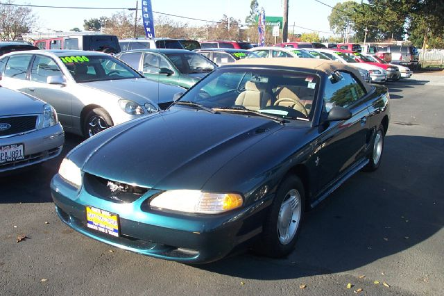 1995 FORD MUSTANG CONVERTIBLE green one owner- low miles anti-brake system non-abs  4-wheel abs